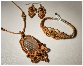 A Tiger's Eye Jewelry Set, Necklace, Bracelet and Earrings.