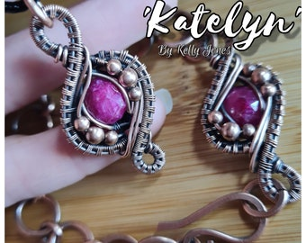 Bracelet tutorial 'Katelyn'. An instant download with 38 pages and over 170 images to follow along at your own pace. A Kelly Jones tutorial.