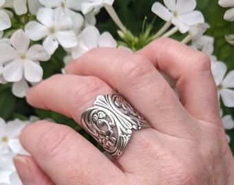 Silver flower ring, Floral ring, Adjustable ring, Filigree statement ring, Boho jewelry, Fashion ring, Trendy rings, jewelry gift for her