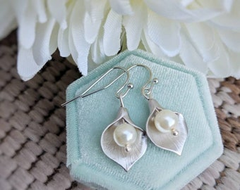 Calla Lily earrings, ivory pearl bridal earrings, silver flower earrings, bridal jewelry for bride to be, 12th anniversary gift for wife