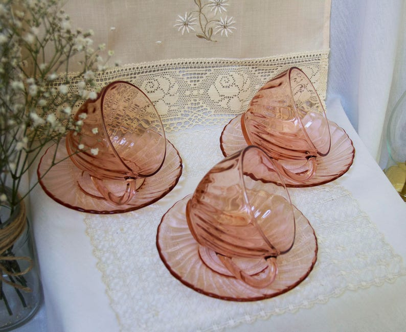 Vintage 1980 Set of Three Coffee Cups /& Saucers Pink Swirl Arcoroc Rosaline French Glass
