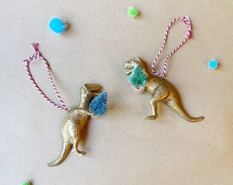 Gold T Rex Holding Christmas Tree Puzzle Bauble, Two in One Dinosaur T Rex Decor, Snap Together Dinosaur Bauble for Christmas Trees
