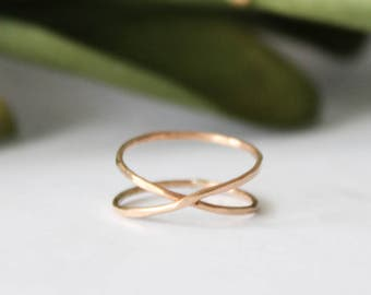 Gold Criss Cross Ring, Gold Cross Ring, Thin Gold Band, Minimalist Ring, Gold Ring, Hammered Gold Ring, Gold Stacking Ring, Thin Gold Ring