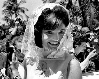 """Jacqueline """"Jackie"""" Kennedy Leaving the Palm Beach Family Hone in 1963 - 8X10 or 11X14 Photo (DA-286)"""