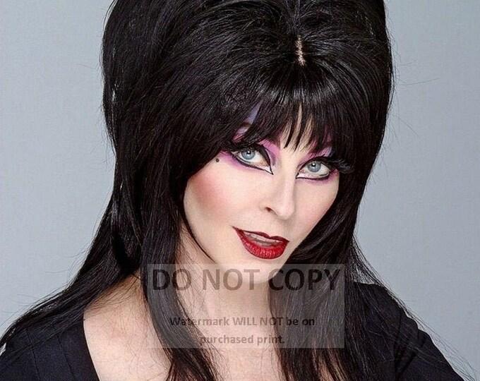 Elvira, Mistress of the Dark - 8X10 Publicity Photo (RT-439)