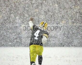 Brett Favre Signals First Down in Heavy Snow at Lambeau Field Green Bay Packers Quarterback - 5X7, 8X10 or 11X14 Sports Photo (WW189)