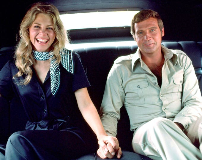 """Lee Majors & Lindsay Wagner in """"The Six Million Dollar Man"""" - 8X10 or 11X14 Publicity Photo (OP-136)"""