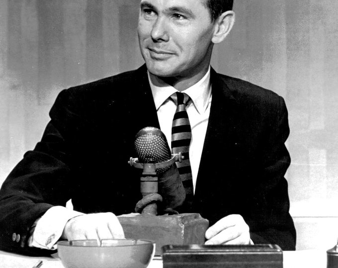 """Early Publicity Image From """"The Tonight Show With Johnny Carson"""" in New York - 5X7 or 8X10 Photo (AA-870)"""
