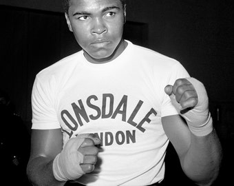 Cassius Clay (Muhammad Ali) Trains for 1963 Fight - 5X7, 8X10 or 11X14 Publicity Photo (ZY-169)