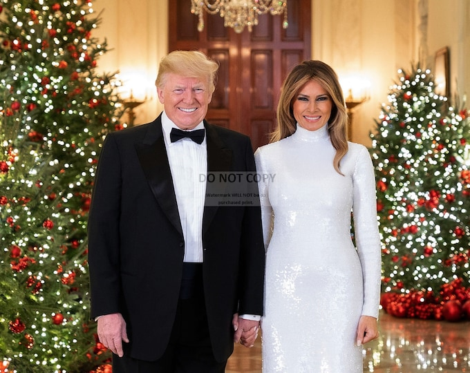 President Donald Trump and First Lady Melania Trump 2018 Christmas Portrait - 5X7, 8X10 or 11X14 Photo (RT-405)