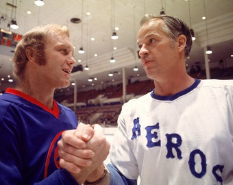 Gordie Howe and Bobby Hull Hockey Legends - 5X7 or 8X10 Publicity Photo (ZY-198)