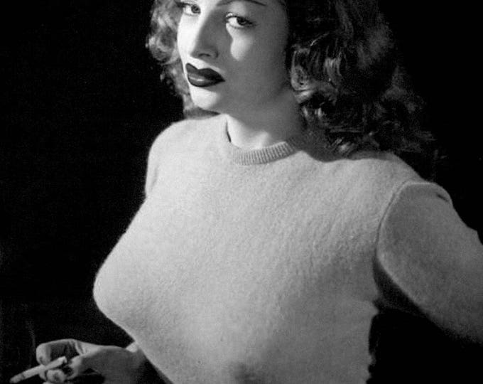 Actress Tempest Storm - 8X10 or 11X14 Publicity Photo (OP-095)