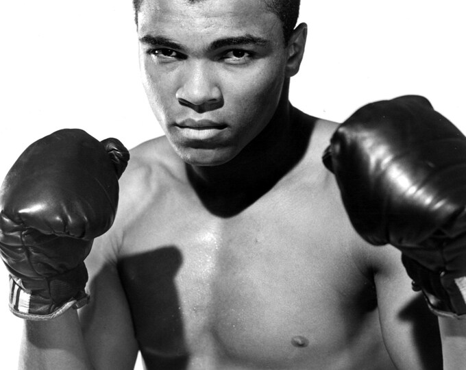 """Cassius Clay In May 1962 Muhammad Ali """"The Greatest"""" - 8X10 or 11X14 Publicity Photo (ZY-165)"""