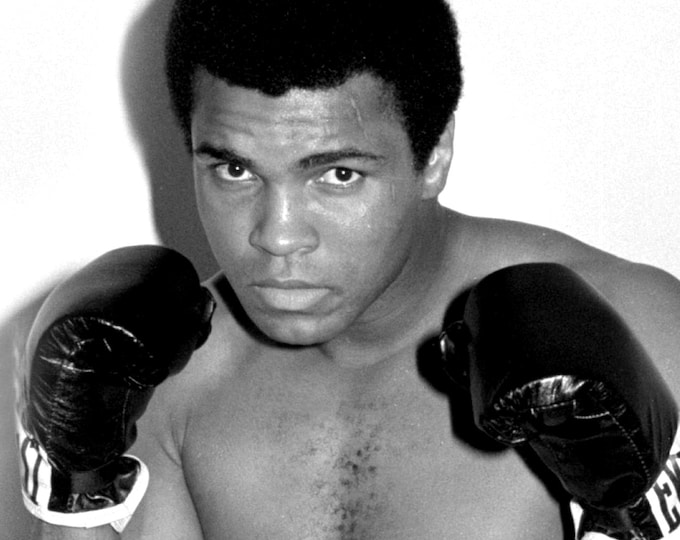 """Muhammad Ali Legendary Boxer """"The Greatest"""" - 5X7 or 8X10 Publicity Photo (ZY-167)"""