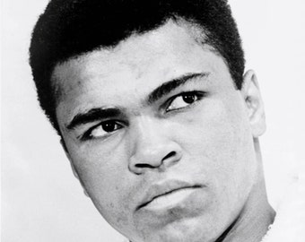"Muhammad Ali Legendary Boxer ""The Greatest"" - 5X7, 8X10 or 11X14 Publicity Photo (ZZ-039)"