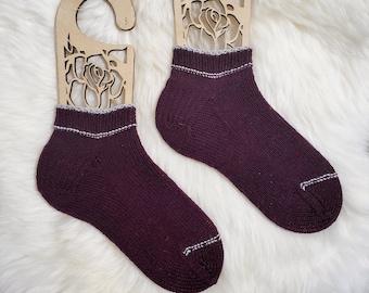 KNITTING PATTERN - The Toeing the Line Socks// knit sock pattern, stripey socks, girls, womens, mens, unisex, striped sock pattern, stripes