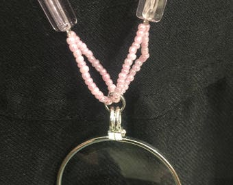 Long necklace with a magnifying glass