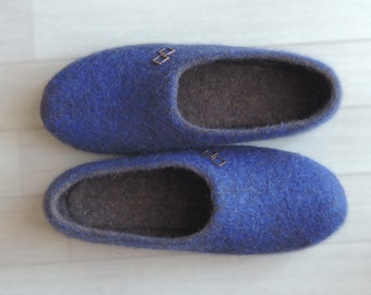c2d94966871bc Felted Wool Slippers women Boyfriend gift Slippers with a cat and a