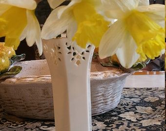 Small Lenox Vase: with Gold  Scalloped border and Lace cutout Detail