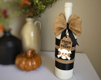 Halloween Wine Bottle Decoration / Trick-or-Treat Tag with Crossbones & Skull / Painted Wine Bottle Decorated for Halloween / Fall Decor