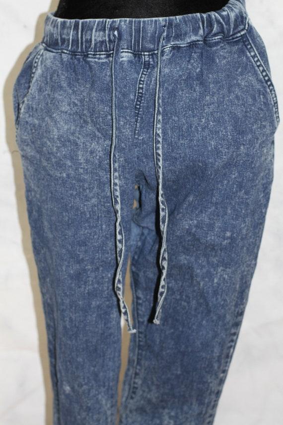 15 AQ Jeans