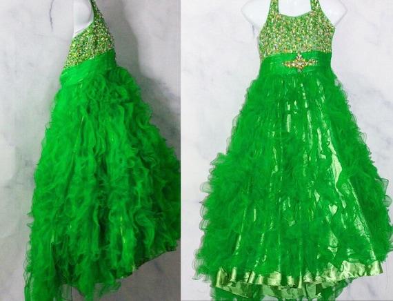 Apple Green Gown (4k)