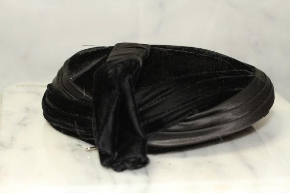 Suede Black Beret Hat