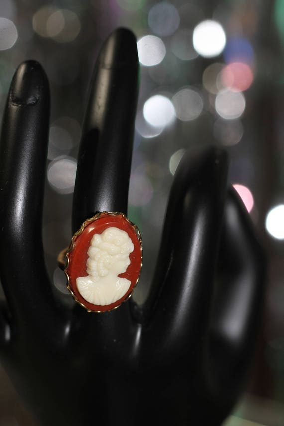 Antique Shell Cameo Ring Size (5 1/2)