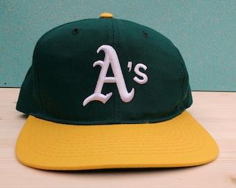 27e18a36885 Vintage 90 s Oakland Athletics Starter snapback cap youth
