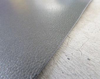 piece of leather 10 x 15 cm (3,93 x 5,90 inch) gunmetal metal