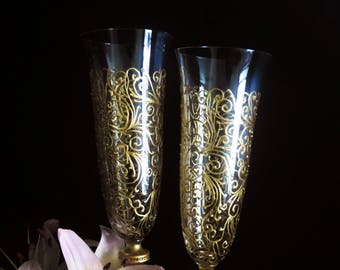 Golden champagne flutes, hand painted wedding glasses, painted lace, wedding in gold, 50th anniversary, wedding gift, gift couples, set of 2