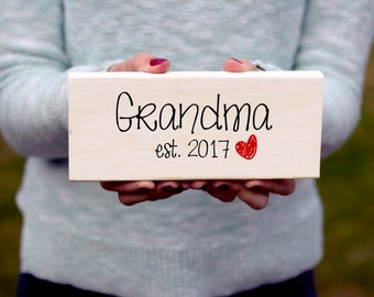 New Grandma Gift, Grandma Sign, Personalized Grandma Gift, Wooden Sign, Custom Sign, Established Sign, Established Grandma Sign, Wood Sign