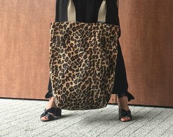 c0c4bef7f5a leopard pattern bag   xl shoulder bag   large tote bag   handmade faux fur  shopper   trendy handbag   animal print   Elodie bags Anja