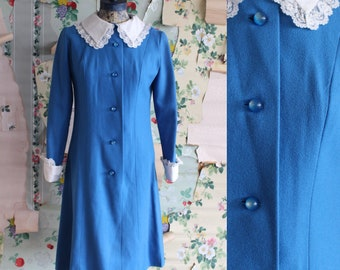 Vintage 1960s 1970s Blue Polyester Collared Button Down Dress. Medium. Lace, sphere buttons.