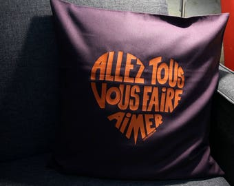 """Cussion cover with a message in french """"Allez tous vous faire aimer"""""""