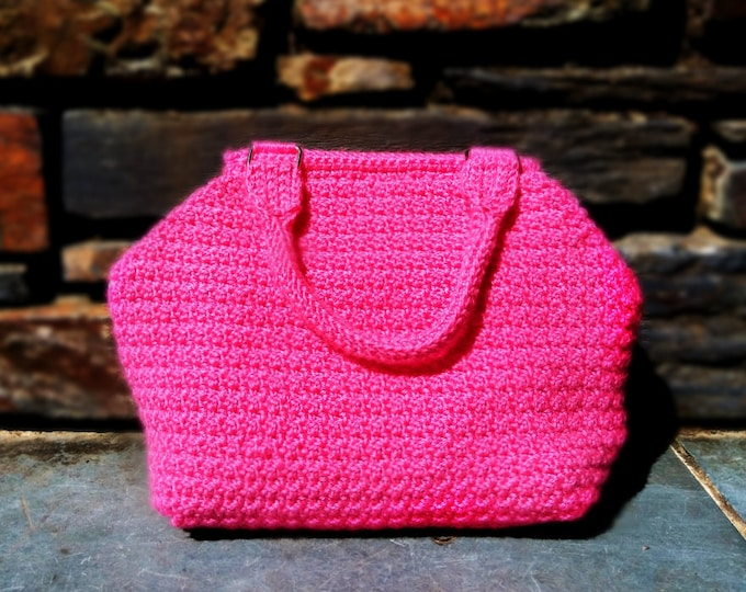 Hot Pink Hexagon Purse | Casual crochet day bag for pink lovers with magnetic clasp