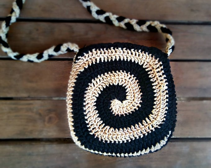 Crochet Spiral Bag in black & gold | Small crossbody purse with long braided strap
