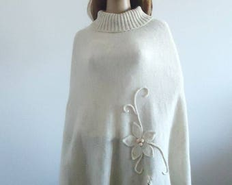 Poncho Wool knit Ivory sweater Hand knitted poncho knitted off white jumper 100% hand made Women Poncho