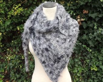 Triangle cloth, stole, scarf, fringe yarn, knitted, grey black