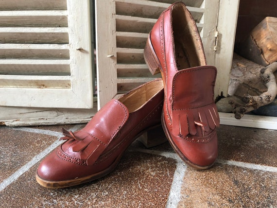 Tamaris Vintage brogues, hole shoes, slip on, girl, lady, granny, lace up, Auburn leather, size 36eu3uk, made in Germany. 1970s