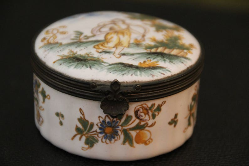 French antique Sevres style porcelain small box French porcelain jewelry round trinket Pill snuff tobacco box Porcelain box Sevres style