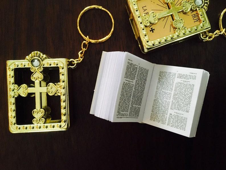 24 PIECES SILVER BIBLES KEY CHAINS FAVORS COMMUNION BAPTISM RECUERDOS ENGLISH