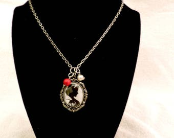 Beautiful Snow white and the seven dwarf silver chain necklace - Disney movie