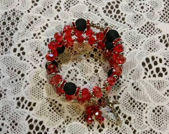 Lutheran rosary bracelet, Lutheran prayer bracelet, memory wire bracelet, wrap bracelet, red and black glass beads, budded crucifix, silver