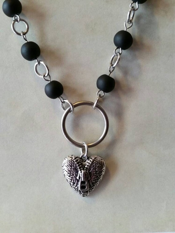 Heart day collar, black matte glass beads, discreet day collar, symbolic jewelry, BDSM collar, submissive collar, silver and gunmetal