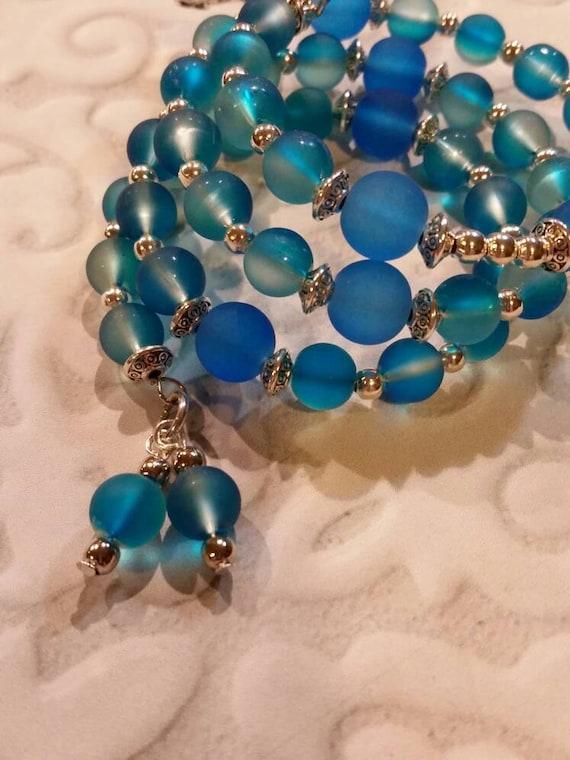 Lutheran rosary bracelet, Lutheran prayer bracelet, memory wire bracelet, wrap bracelet,  blue  rubberized  glass beads, budded crucifix