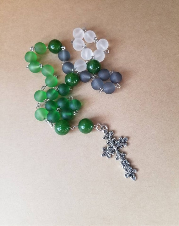 Anglican prayer beads, Methodist rosary, Protestant prayer beads, Episcopal rosary, stainless steel, Christmas colors, cultured sea glass