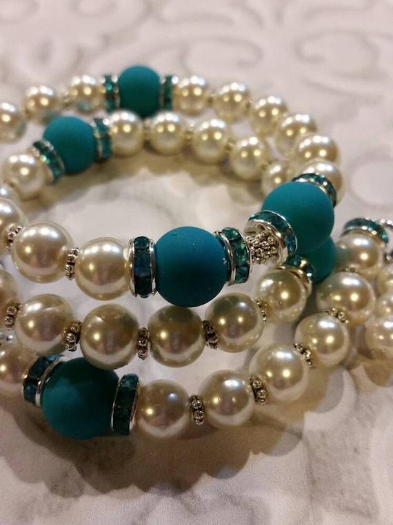 Lutheran rosary bracelet, Lutheran prayer bracelet, memory wire bracelet, beaded bracelet, wrap bracelet, white and aqua glass beads