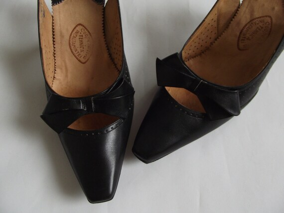 Vintage 1970s shoes/ leather 70s sandals/ bow leat