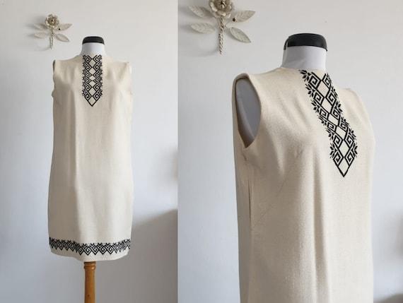 Vintage folk embroidered dress | 1920s linen dress